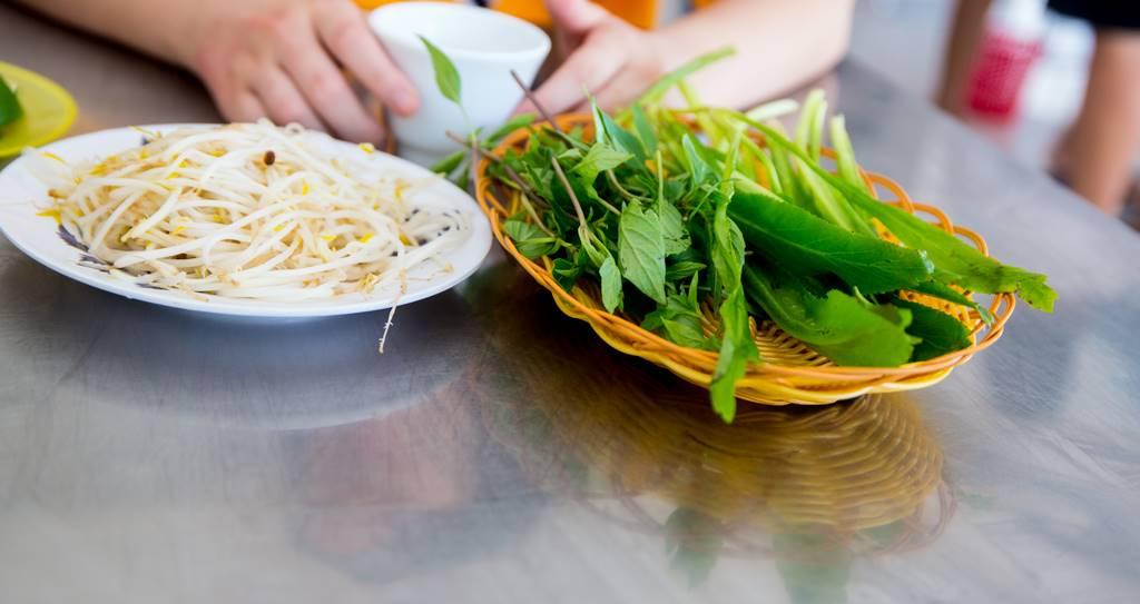 다낭 쌀국수 맛집 퍼흥(Pho Hong)에서 주문한 닭고기 쌀국수(Pho Ga