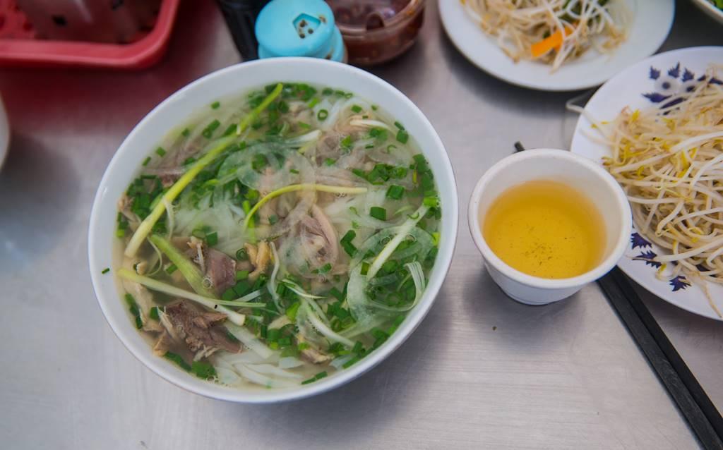다낭 쌀국수 맛집 퍼흥(Pho Hong)에서 주문한 닭고기 쌀국수(Pho Ga)