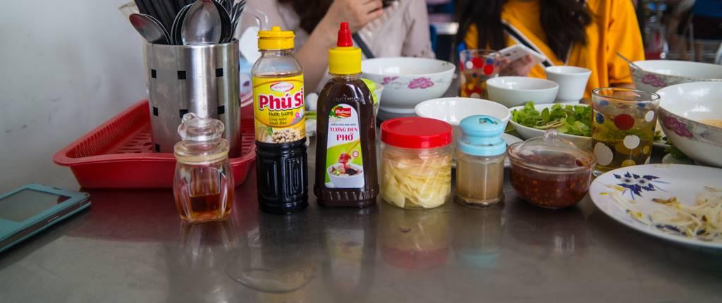 다낭 맛집_쌀국수집 퍼흔(Pho Hong) 의 양념 반찬들