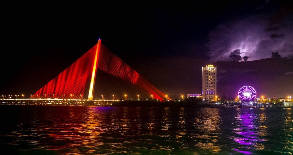 베트남 다낭 한강 쩐티리 다리 Cầu Trần Thị Lý 야경 01