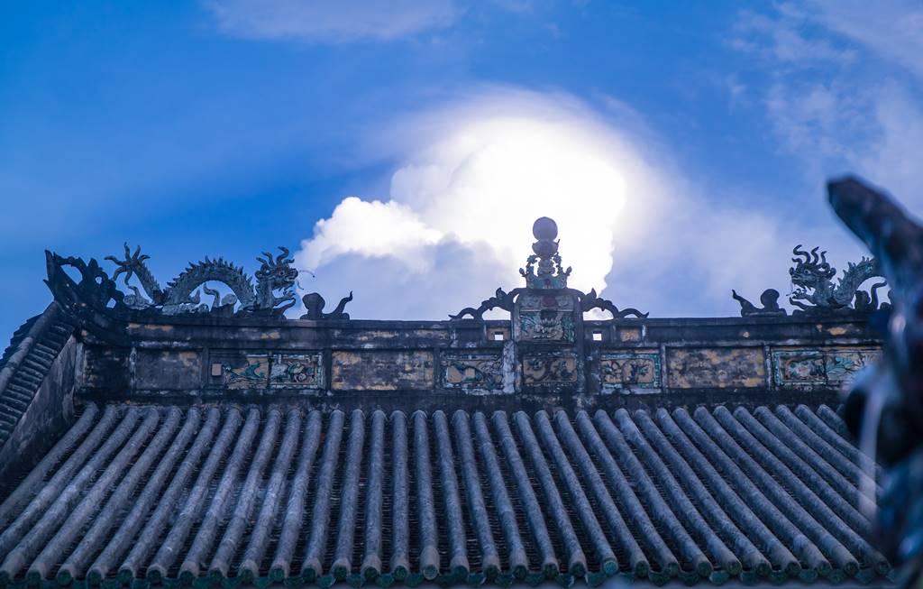 호이안 광둥 회관 지붕 그리고 구름-5571