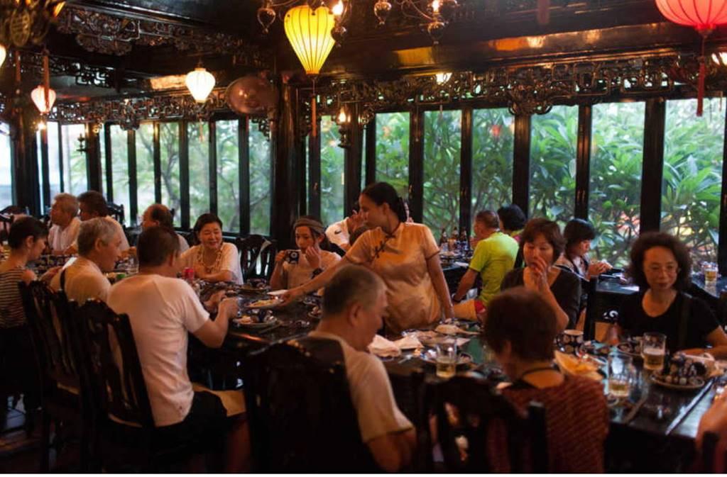 호이안 레바츄엔 (LE BA TRUYEN ll) 사이트에서 가져온 식당 내부 이미지
