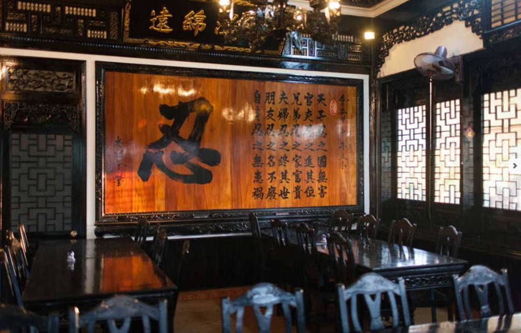 호이안 레바츄엔 (LE BA TRUYEN ll) 사이트에서 가져온 식당 내부 장식 이미지