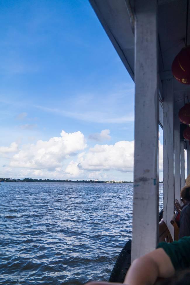 호이안 투몬강을 건너는 배 안쪽에서 담아 본 풍경-5280