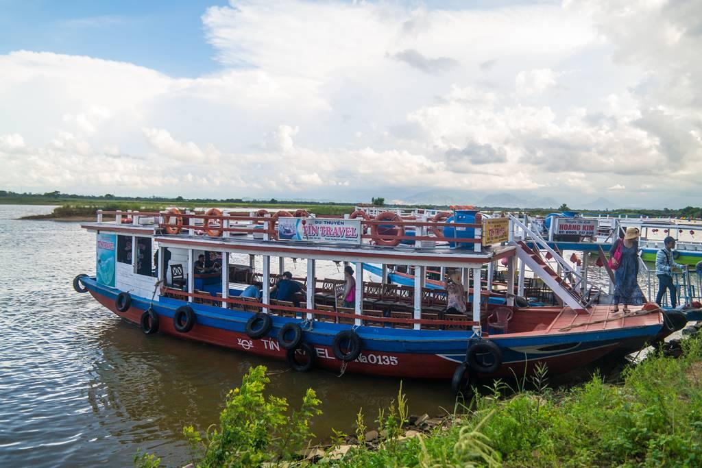 호이안 투몬강을 건너는 배-5267