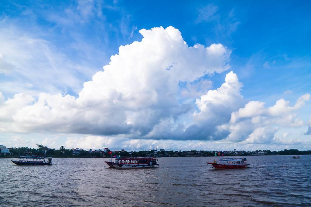 호이안 투몬강 멋진 구름과 유람선-5294