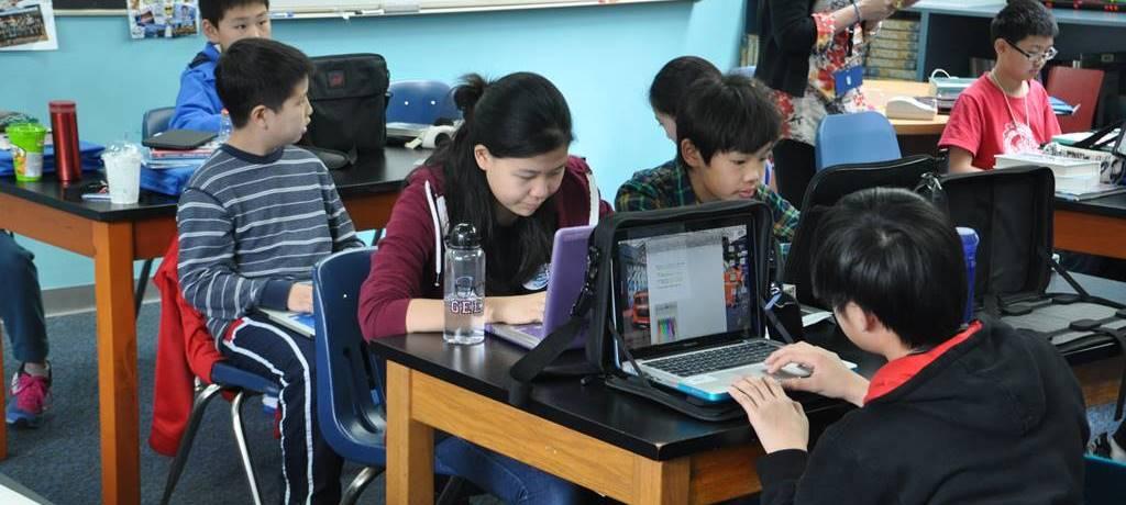 컴퓨터를 배우는 중국 학생