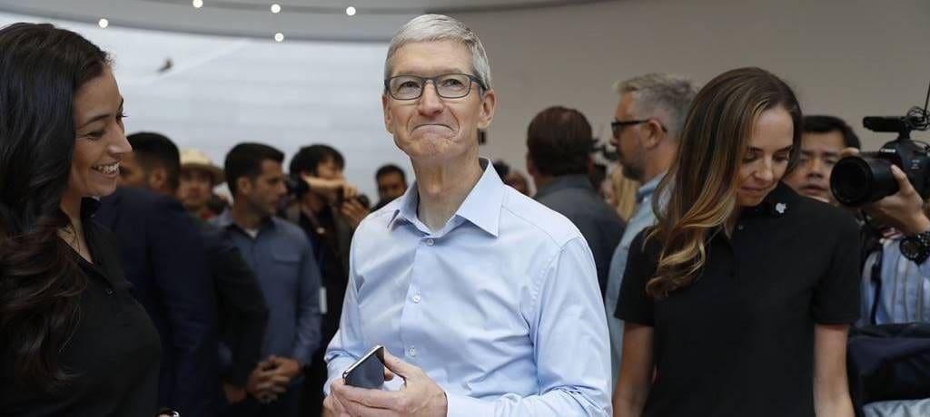 애플 제품 판매없이 서비스 비지니스도 없다 - 애플의 가장 큰 비지니스가 중대한 문제에 봉착했다. 2