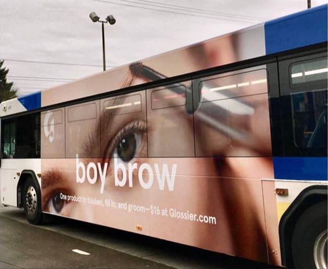 글로시에(Glossie) 마스카라 버스 광고