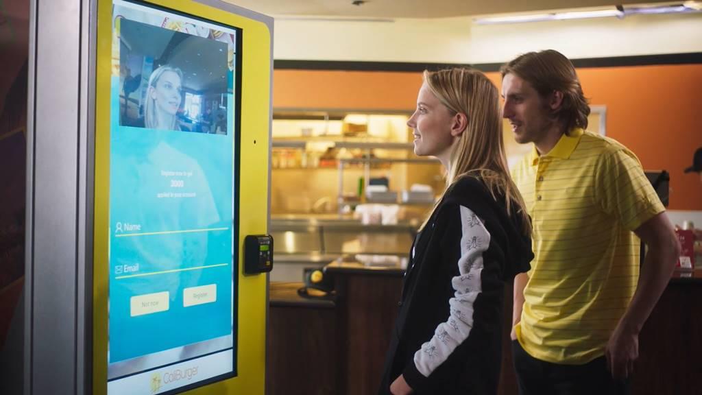미국 캘리버거의 얼굴 인식 기술 이용 인공지능 키오스크(AI Kiosk)에서 주문 결제 시스템 AI Kiosk.mp4_20171224_175423.712