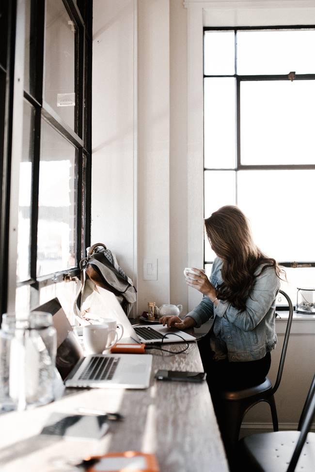 사무실 커피 창가 office coffee windows seat andrew-neel-218073