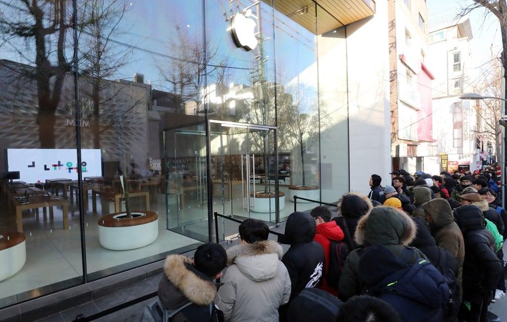 애플 가로수길이 문을 연 날의 풍경 사진 허프포스트