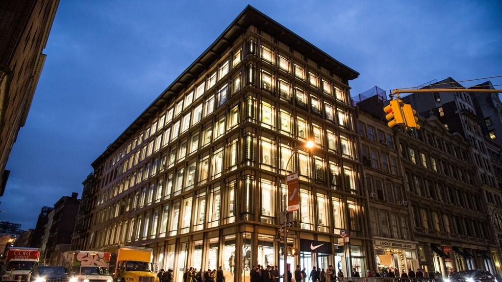 나이키 플래그쉽 스토어 뉴욕 브로드웨이 소호거리 위치 NIKE'S NEW YORK SOHO DISTRICT STORE nike-flagship-store-broadway-soho-26