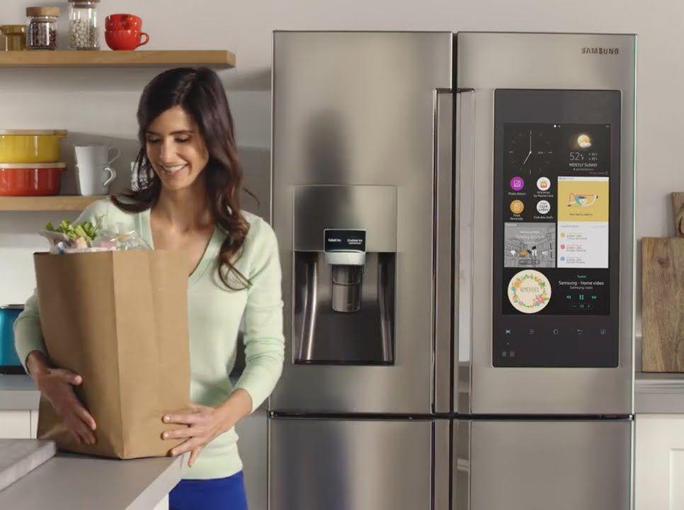 삼성 패밀리허브 Samsung Familuy Hub samsung-fridge-lady