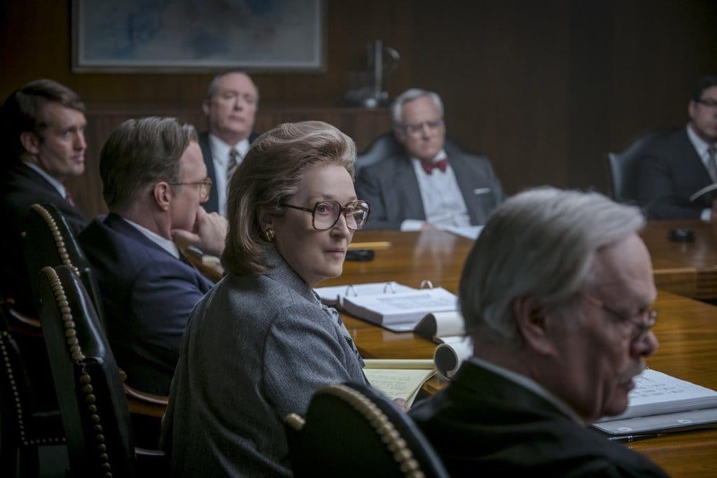 영화 더 포스트(The Post) 워싱턴 포스트 상장을 위한 투자자 미팅에서 연설하는 메릴 스트립 Meryl Streep02