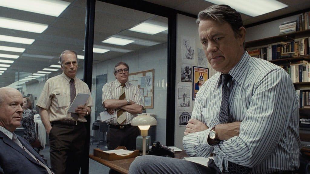 영화 더 포스트(The Post) 편집장실에서 회의중인 톰 행크스 Tom Hanks