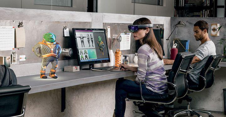 마이크로소프트 혼합현실을 사용하고 있는 소비자 이미지-마이크로소프제공