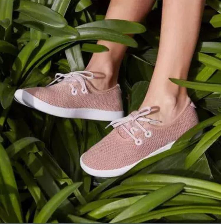 올버즈 자연 이미지를 강조한 신발 이미지