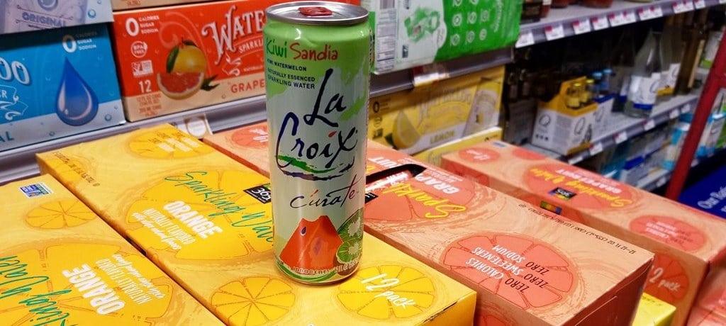 아마존 홀푸드에서 판매 중인 셀처(Seltzer) 이미지 쿼츠 Alison Griswold 인용 la croix amazon seltzer whole foods