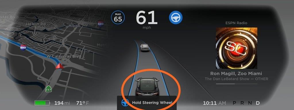 테슬라 오토파일럿 업데이트 - 운전대를 잡으세요 Tesla Autopilot upgrade Hold Steering Wheel Warning