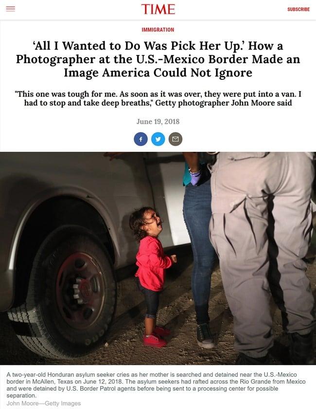 존 무어(John Moore)가 담은 맥시코 국경의 구금당하는 엄마와 울고있는 아이 사진