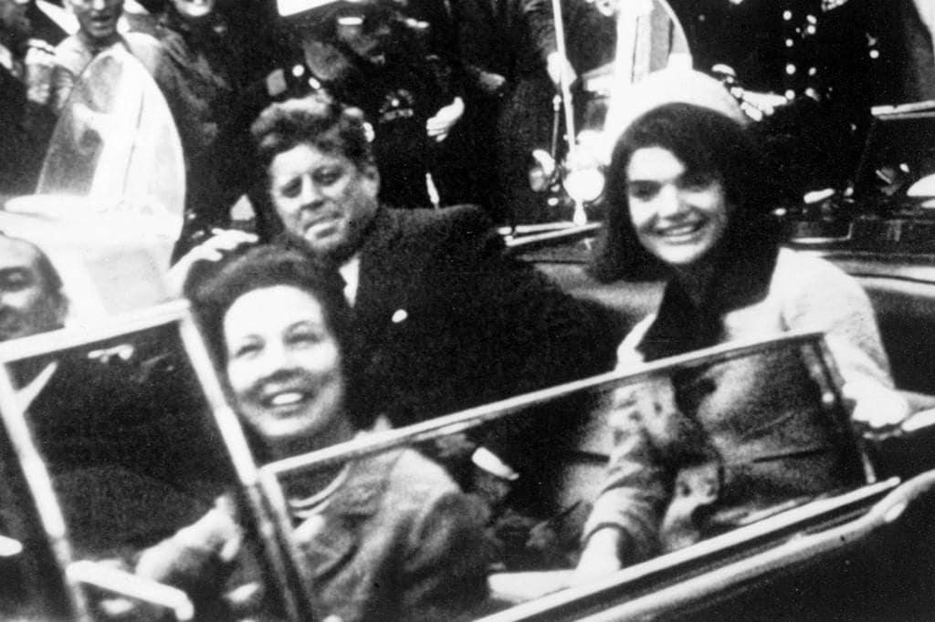 1963년 달라스 연설을 위해 가는 케네디와 퍼스트 레이디 재클린