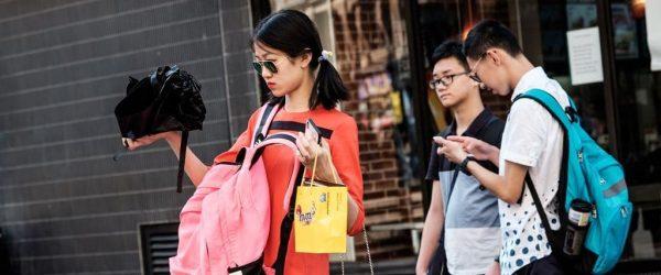 밀레니얼들은 항상 새로운 기술에 환호할까? No, 어떤 쇼핑 경험을 만드느냐가 중요 10