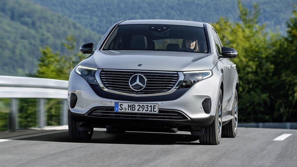 메르세데스 벤츠 전기자동차 EQC(Mercedes-Benz EV EQC) 여성 주행 모습, Image - Mercedes-Benz