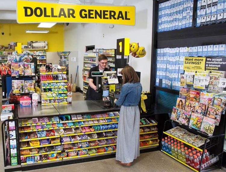 미국 유통업체 달러 제너널(Dollar General) 매장 계산대 및 매장 내부, Image - Coupons in the News
