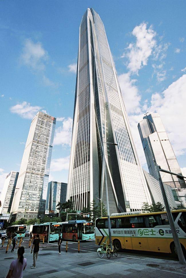 전기 버스들이 다니는 중국 선진시내(China Shenzhen), Image - Bloomberg