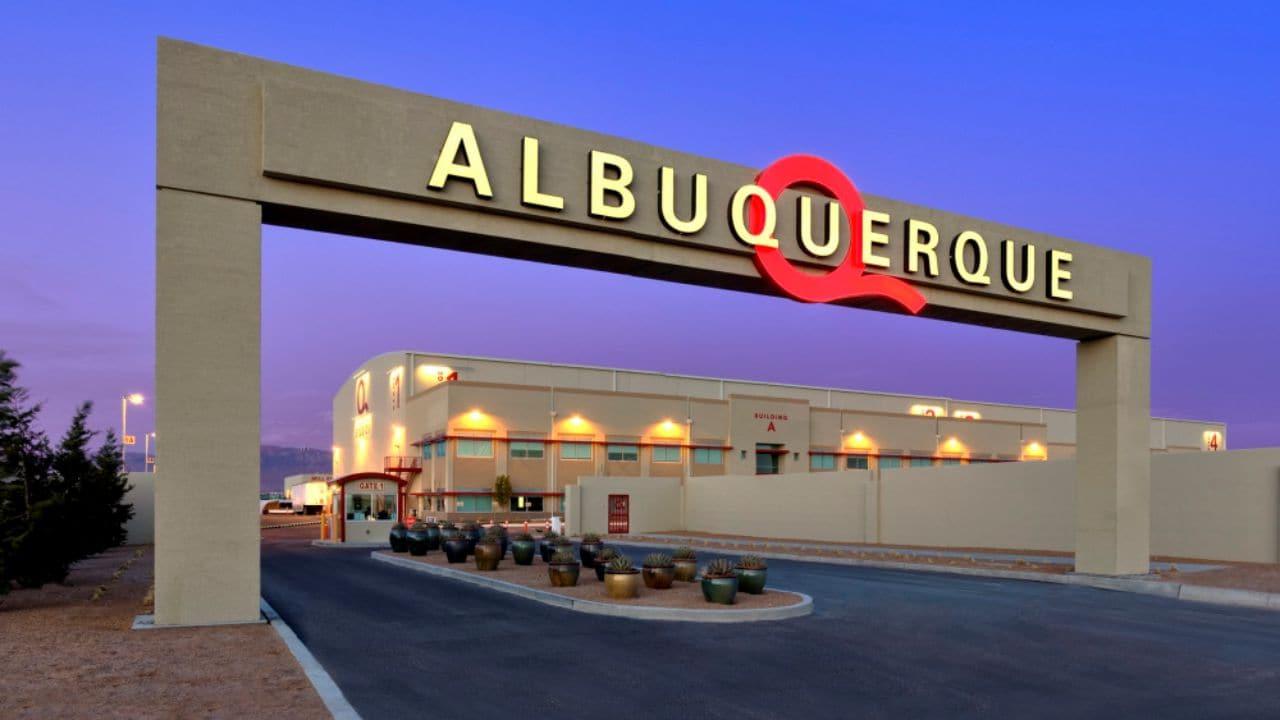 넷플릭스의 새로운 미국 내 오리지널 콘텐츠 제작 스튜지오를 뉴맥시코 앨버커키(Albuquerque, New Mexico)에 마련하다,  COURTESY OF ABQ STUDIOS