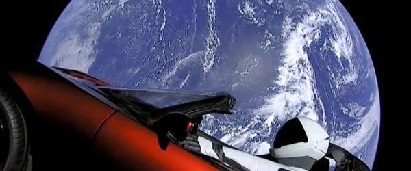 테슬라 스페이스엑스 우주에서 바라본 지구와 테슬라 전기자동차 spacex Earth Tesla Model 3