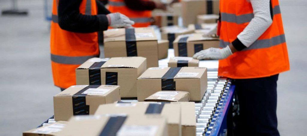 코로나19 대응 아마존은 10만명 추가 고용 및 시간당 임금을 추가 2$ 올렸습니다.