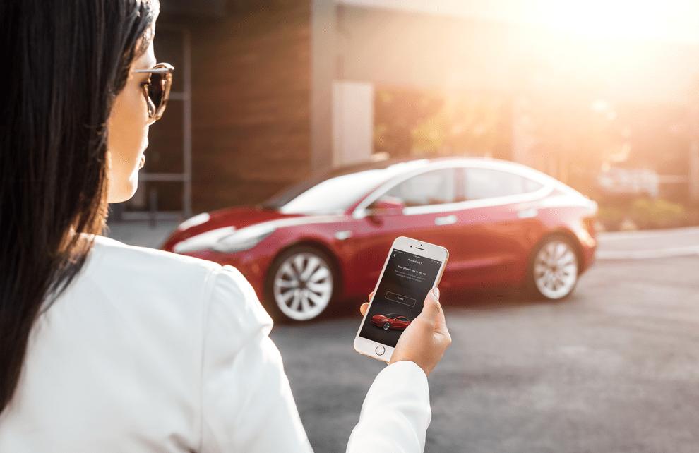 테슬라 모델 3 모바일 앱 사용 모습 Model 3 My Tesla Phone App as Key,