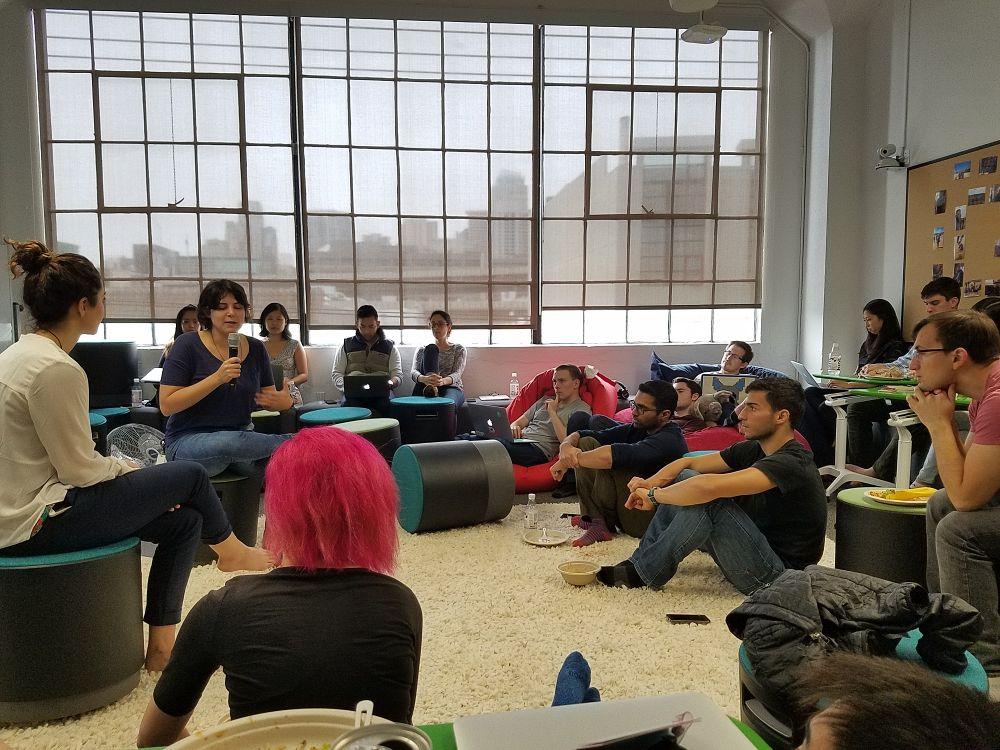 급여 소프트웨어를 개발하는 Gusto 샌프란시스코 사무실에서 회의 모습, Image - Gusto