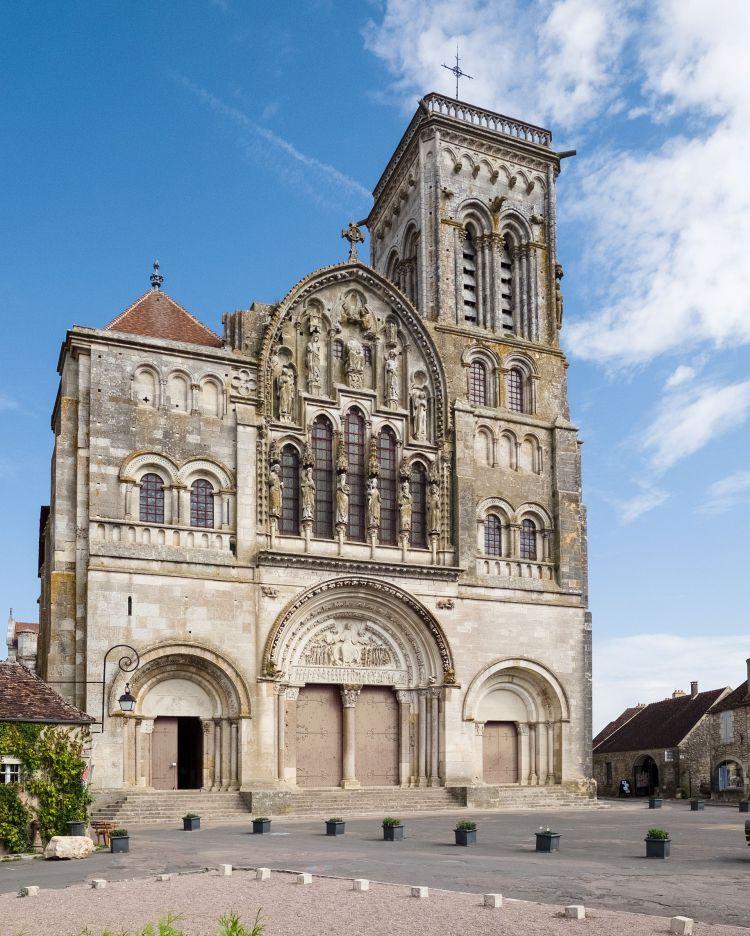 대표적인 로마네스크 건축 양식, 베즐레 성당(Basilique Sainte-Marie-Madeleine de Vézelay), Image - 위키디피아