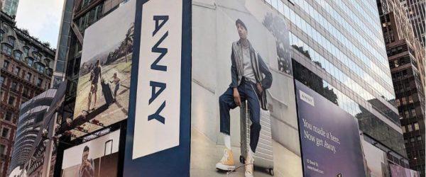 여행 캐리어 스타트업 Away의 뉴욕 타임스퀘어 옥외광고 AWAY OOH in New York Times Square