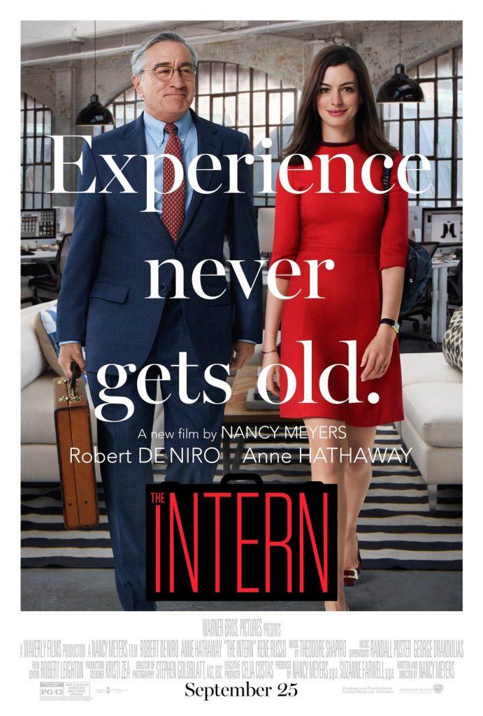 영화 인턴(The Intern) 포스터  경험은 결코 나이들지 않는다( Experience never gets old)라는 문구가 이 영화가 하고 싶은 이야기를 잘 표현하고 있다.