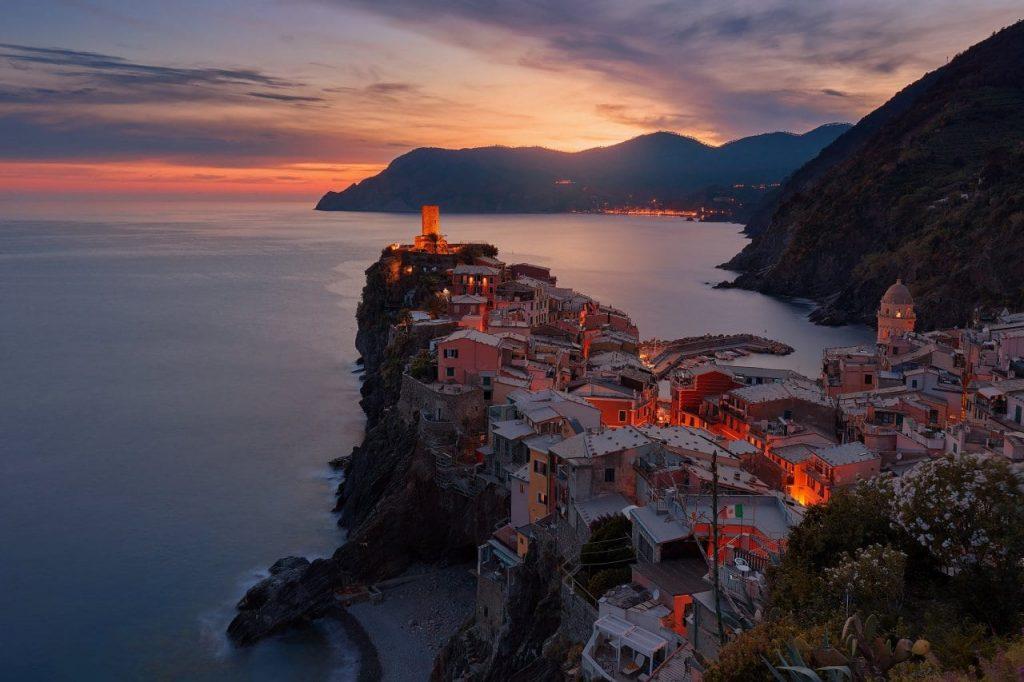이탈리아 여행, 친쿼테레(cinque terre) 베르나차(Vernazza) 석양 풍경, Image - Anders Jildén