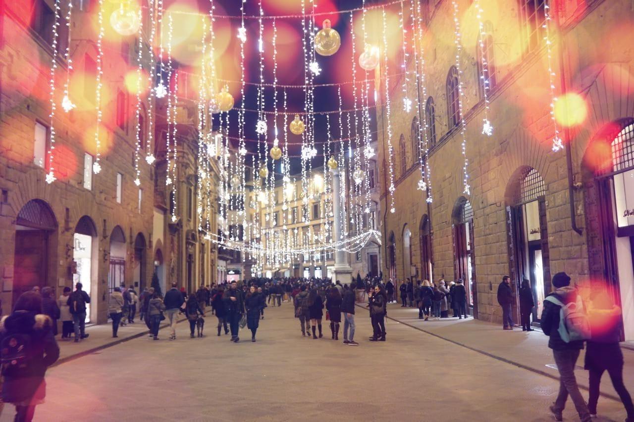 피렌체 베키오다리에서 베케오궁전으로 향하는 길, 명품거리의 저녁 풍경