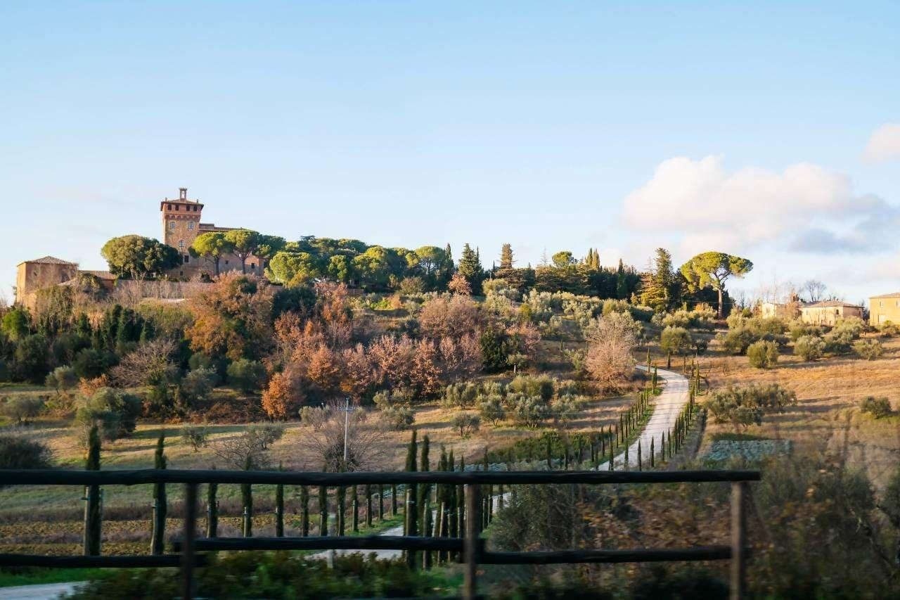 유럽 이탈리아 자동차여행_피엔차로 향하는 국도애에서 담아본  발도르시아평원의 이름모를 성곽 풍경, Image - happist