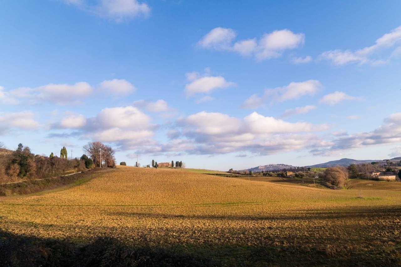 유럽 이탈리아 자동차여행_피엔차로 향하는 국도애에서 담아본  발도르시아평원 풍경, 우리가생각했던 겨울이 아니라 늦가을처럼 보였다, Image - happist