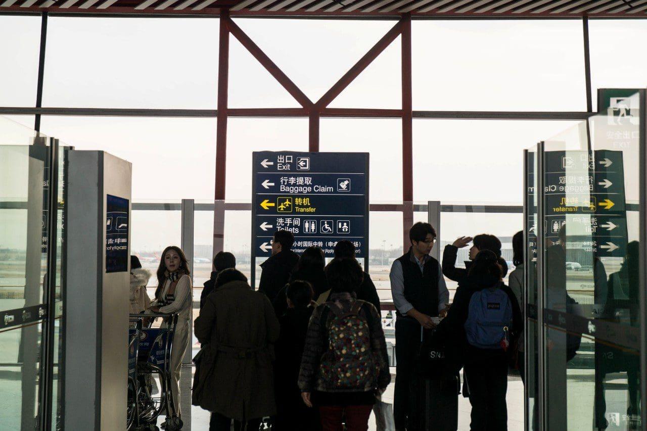 batch_중국 베이징 공항 비행기에서 내려 처음 만마는 이정표, 어디로 가야하나, Image by Happist