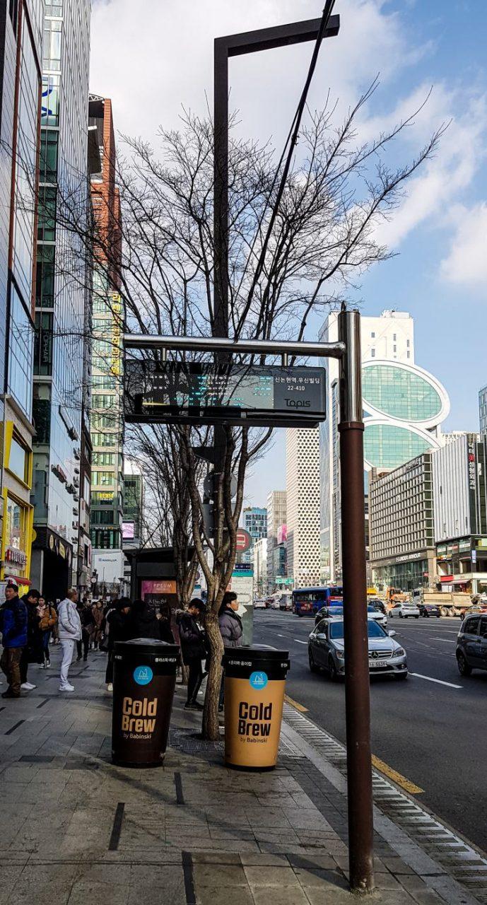 강남역의 광고들, 광고가 달린 휴지통 콜드블루 광고, Image - Choi dongsoon