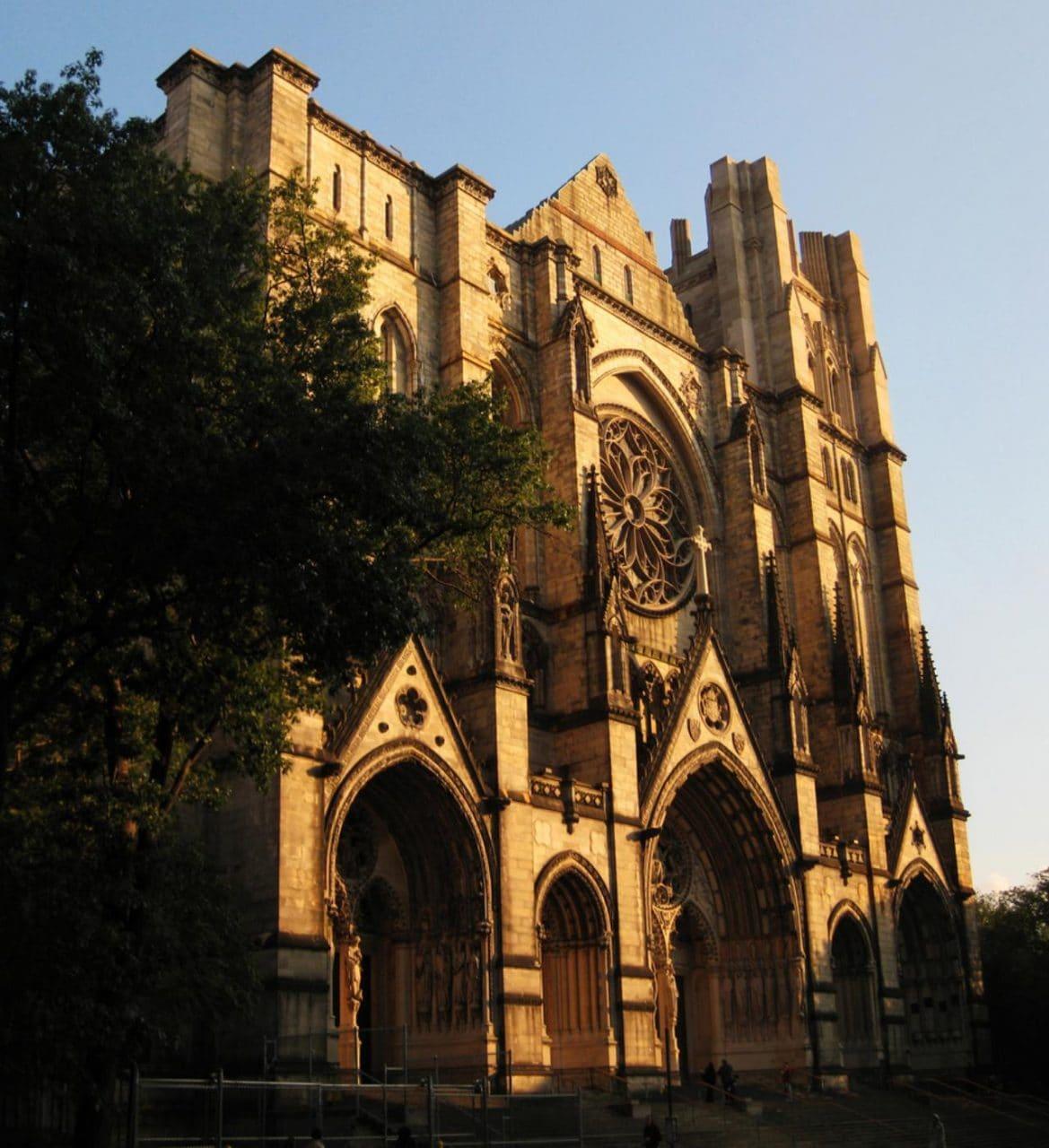 뉴욕 세인트 존 더 디바인 성당(Cathedral of Saint John the Divine), Image - William Porto, Wiki