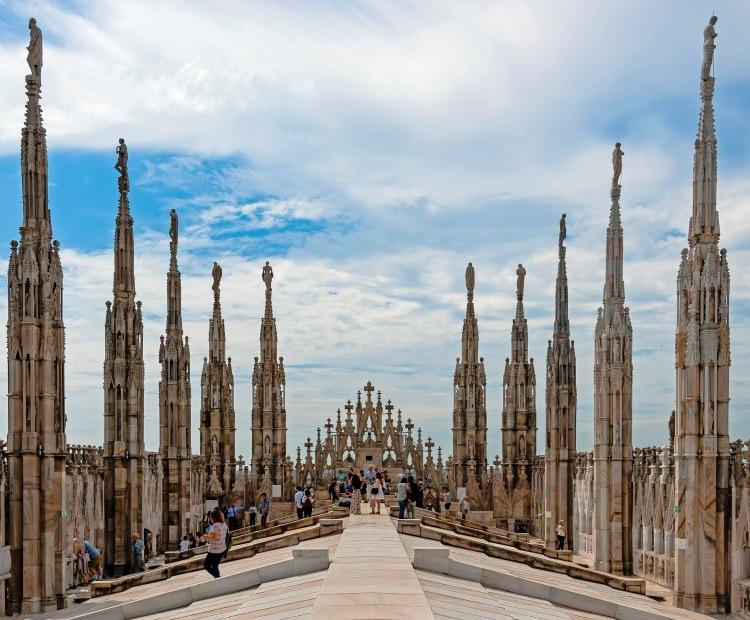 밀라노 대성당 지붕위의 관광객들, 밀라노 두오모 서쪽에서 담아 본 풍경 View west along Duomo roof Milan, Image - Daniel Case