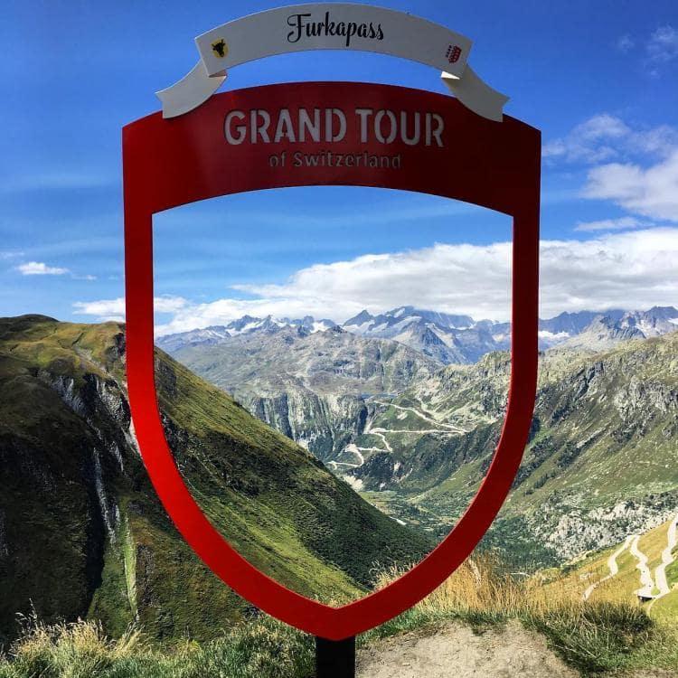 스위스 자동차 여행, 스위스 자동차 그랜드 투어 중 하나인 푸르카 패스(Furka Pass) 이정표, Image - Switzerland Tourism