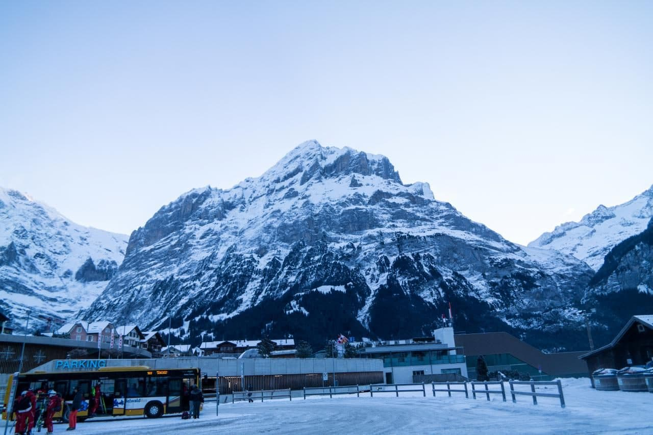 스위스 자동차 여행 - 그린델발트 버스정류장에서 담아본 미텐베르그(Mettenberg)산 풍경, Image by Happist