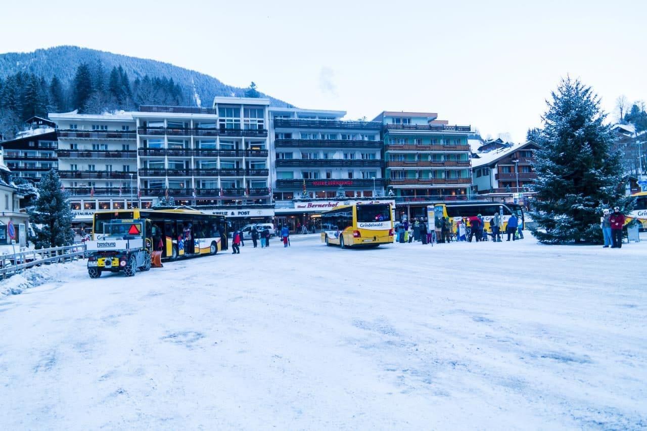 스위스 자동차 여행 - 그린델발트 버스정류장 풍경, Image by Happist