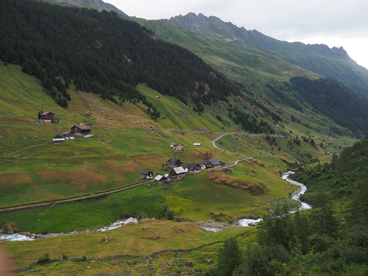 스위스 자동차 여행, 마이엔로이스(Meienreuss)강이 흐르는 계곡따라 달라는 수스텐 패스(Susten PASS)와 그 주변 풍경, Faernigen, Wassen UR, Schweiz,  Image - Michael D. Schmid